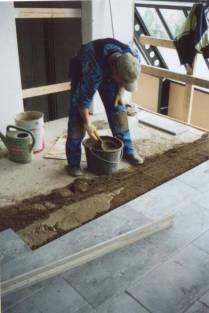 Maakostea betoni asennus