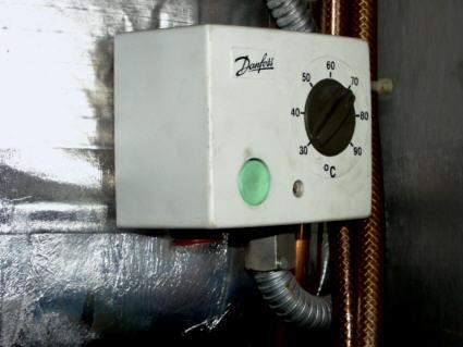 Öljypolttimen termostaatti